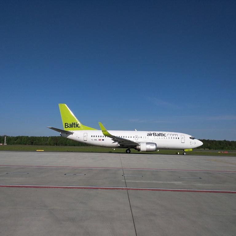vluchten naar letland